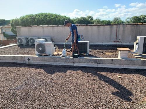 Recherche de fuite en toiture par gaz traceur COGOLIN