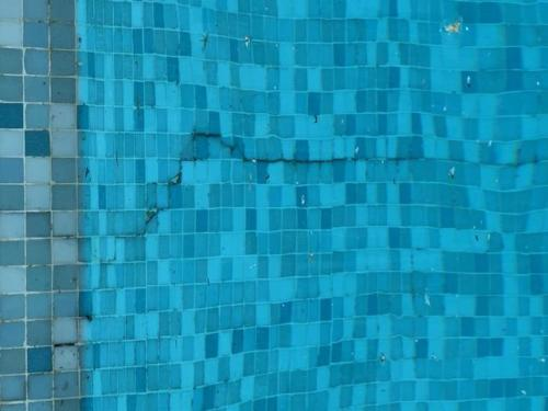 Piscine fissurée investigation en plongée - Golfe Detection